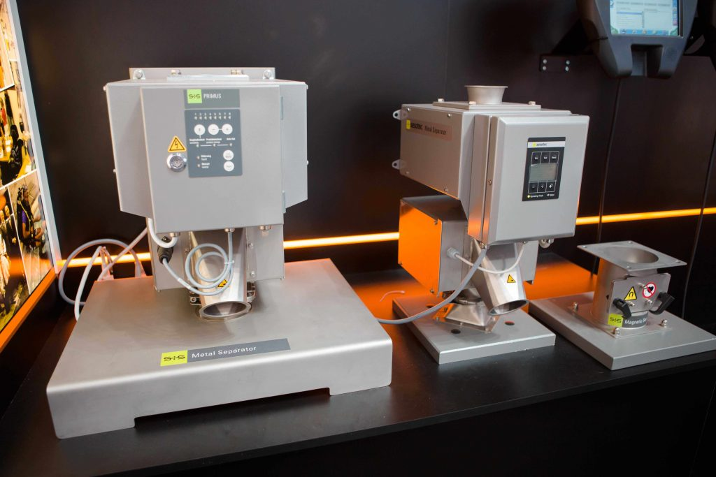 Detektory a separátory kovových částic Sesotec