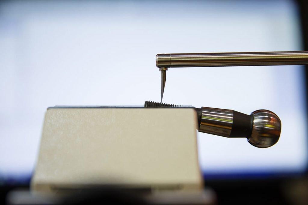 Konturoměry (contracery) a drsnoměry: měření tvaru a měření drsnosti povrchu